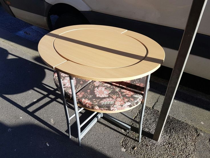 Table n chairs £40 can deliver in UK