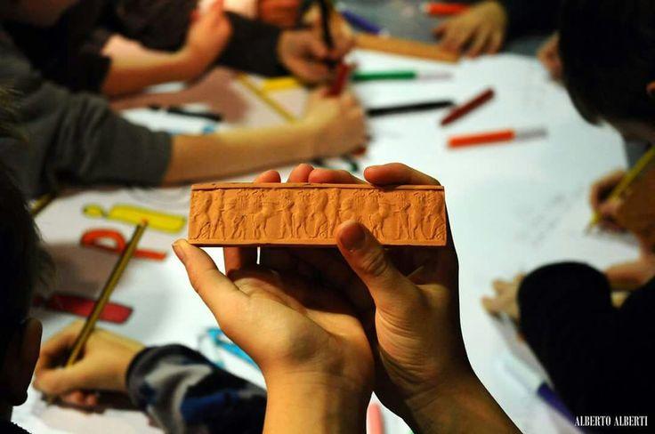 """Lab per le scuole """"Archeologia, che magia!"""" Mostra Prima dell'alfabeto. Viaggio in Mesopotamia alle origini della scrittura"""