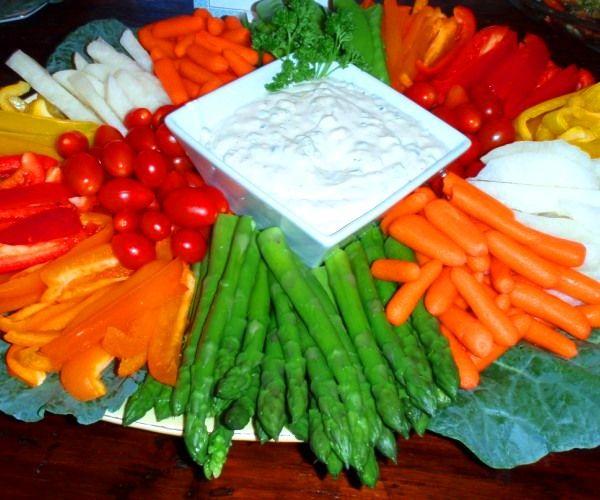 Unos palitos de verdura cruda o ligeramente escaldada acompañados con una rica salsa para mojar, son una alternativa rica, sana y vistosa que puede sumarse