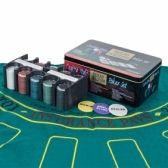 Para los amantes del poker tenemos a su disposición cartas y fichas de poker, mezcladores de cartas y maletines de poker