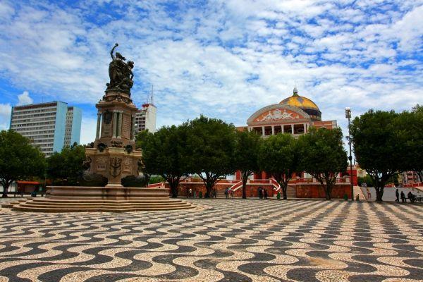 Largo de São Sebastião, em Manaus. Visite o BrasilGuias