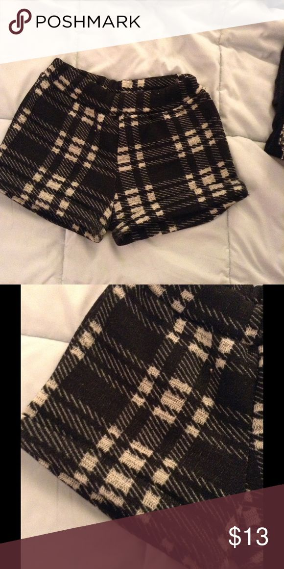 Plaid stretch shorts Plaid stretchy shorts for winter and fall thick material wool like.. Worn .Condition is good small to medium Shorts