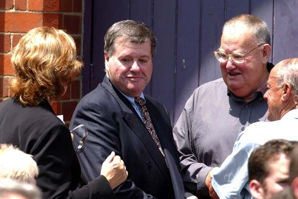 Lewis Moran (centre) being greeted by a mourner at the funeral of fellow Melbourne underworld figure Graham Kinniburgh, Melbourne, December 19, 2003. Photo: AP