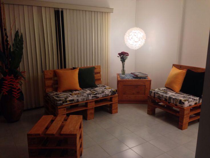 Sala hecha con estibas o palets un proyecto artesanal for Muebles artesanales