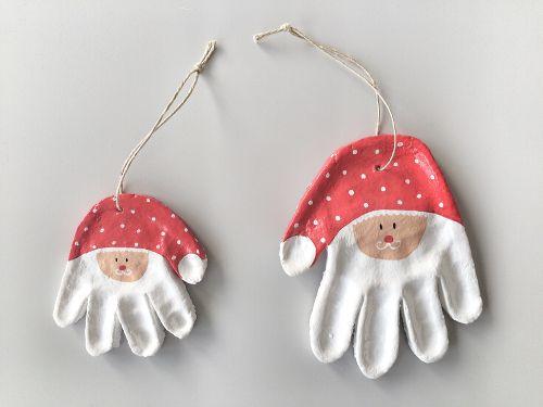 Brooddeeg handafdruk kerstmannetjes
