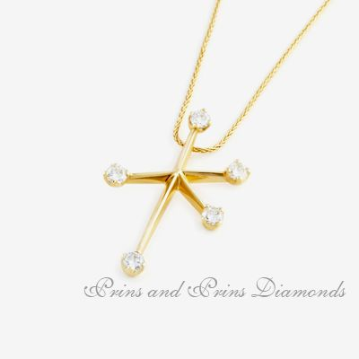 5 = 0.81ct GH/VS – SI round brilliant cut diamonds claw set in an 18k yellow gold southern cross pendant design