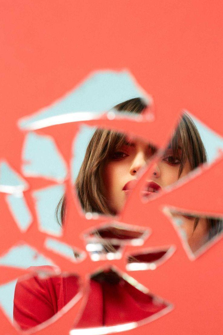 Kreative Fotoidee mit Spiegelscherben. Auch bei niedrigem Budget kann man Po