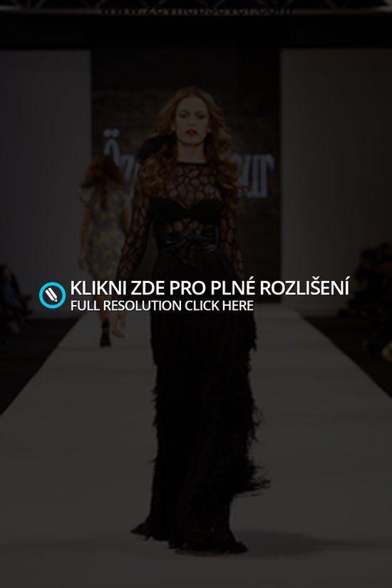 Modní přehlídky « Rubrika   Czech source about Serenay Sarikaya and Hazal Kaya