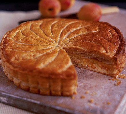 Apricot gâteau Pithiviers