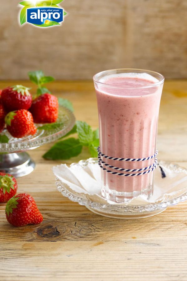 Oat-of-your-mind breakfast smoothie to start your day! ENJOY!  Meal of the day: breakfast - snack - smoothie. Ingredients: Alpro Oat Original drink - rolled oats - banana - strawberries - vanilla - white sugar.  Suited for: lactose-free - vegetarian - vegan