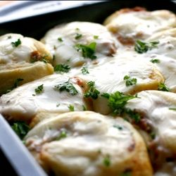 New Years Party Food that everyone will love.  Lasagna Pinwheel Bites.  Easy, cheesy, delish!
