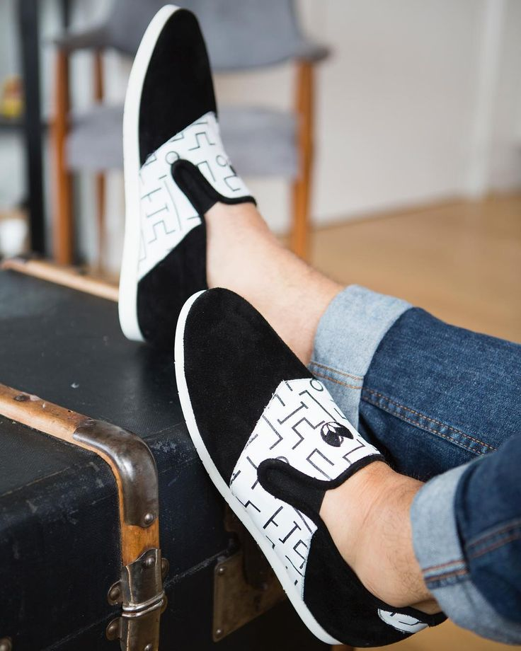 Voici nos nouveaux modèles avec motifs imprimés sur le cuir   #nenufar #indoorshoes #unisex #paris #design #confort #noir #blanc #motifs #leather