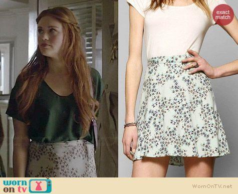 Lydia's floral skater skirt on Teen Wolf.  Outfit Details: http://wornontv.net/35564/ #TeenWolf