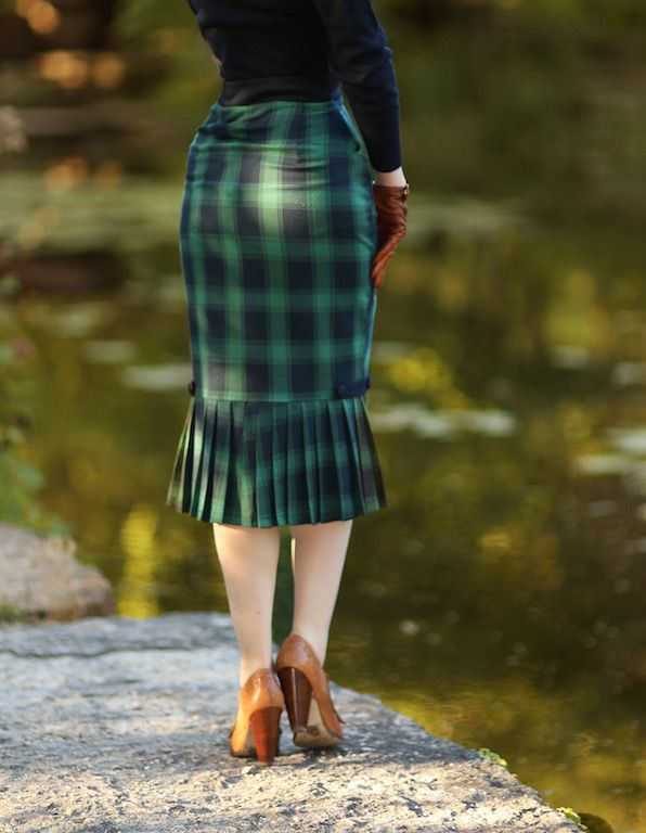 Voodoo Vixen 1950s Style Green Plaid Pleated Agnes Pencil Skirt