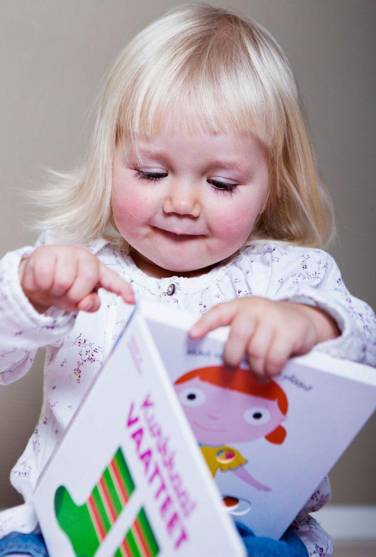 Oppi&ilon Kurkkaa-kirjojen parissa viihtyvät myös perheen pienimmät.