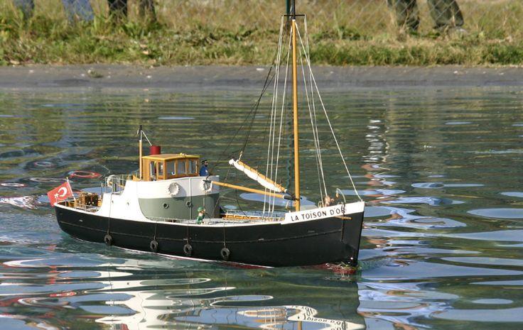"""Sinon par """"petit cargo"""" jentends à peu près le format de la Toison d'Or dans le tintin eponyme, mais j'arrive pas à trouver d'images à part des maquettes http://www.modelisme.com/forum/navi-vos-bateaux/176907-toison-dor.html"""