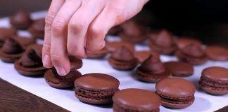 Pripravte si francúzske čokoládové makarónky – elegantnú dobrotu pre všetkých maškrtníkov