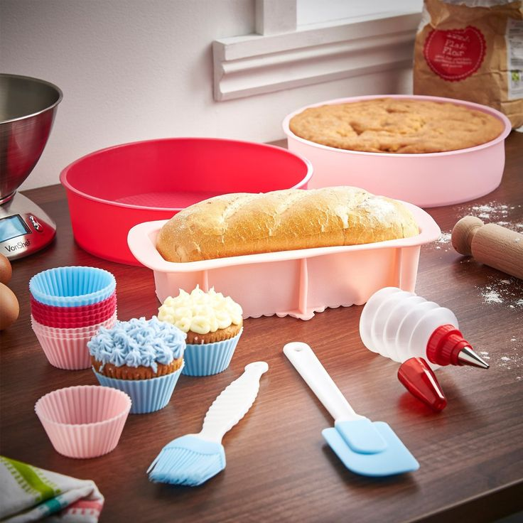 VonShef 18 Piece Silicone Bakeware Baking Set which is Extremely flexible and easy to use.