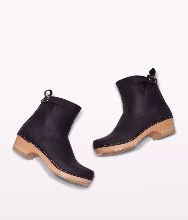 Our New York low heel clog boot seamlessly blends quality craftsmanship within its artistic expression to create a fresh classic. Come see for yourself!