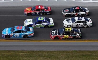Racing side by side in close quarters Event: 2016 Daytona 500 (Daytona)