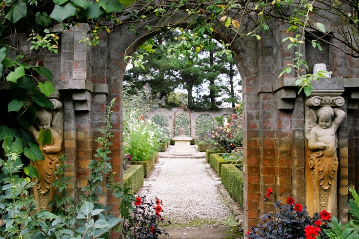 If you like beautiful gardens then don't miss Red Cow Farm out at Sutton Forest, this is a truly magical place. Something beautiful to look at around every corner. Definitely somewhere to take your Mum!