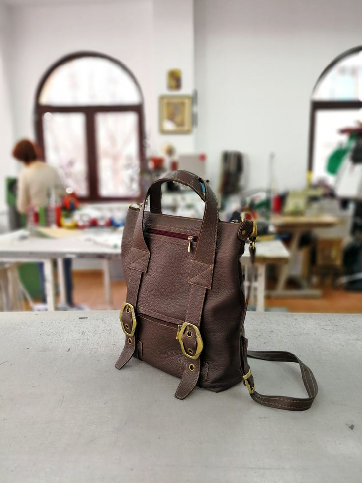 Geanta de dama Doina este minunata, iar culoarea maro ciocolata este pur si simplu fenomenala!!!