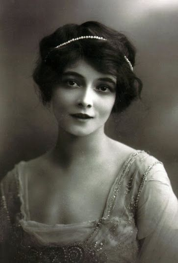 Marie Doro - c. 1900 - Silent Film Actress (b. May 25, 1882)