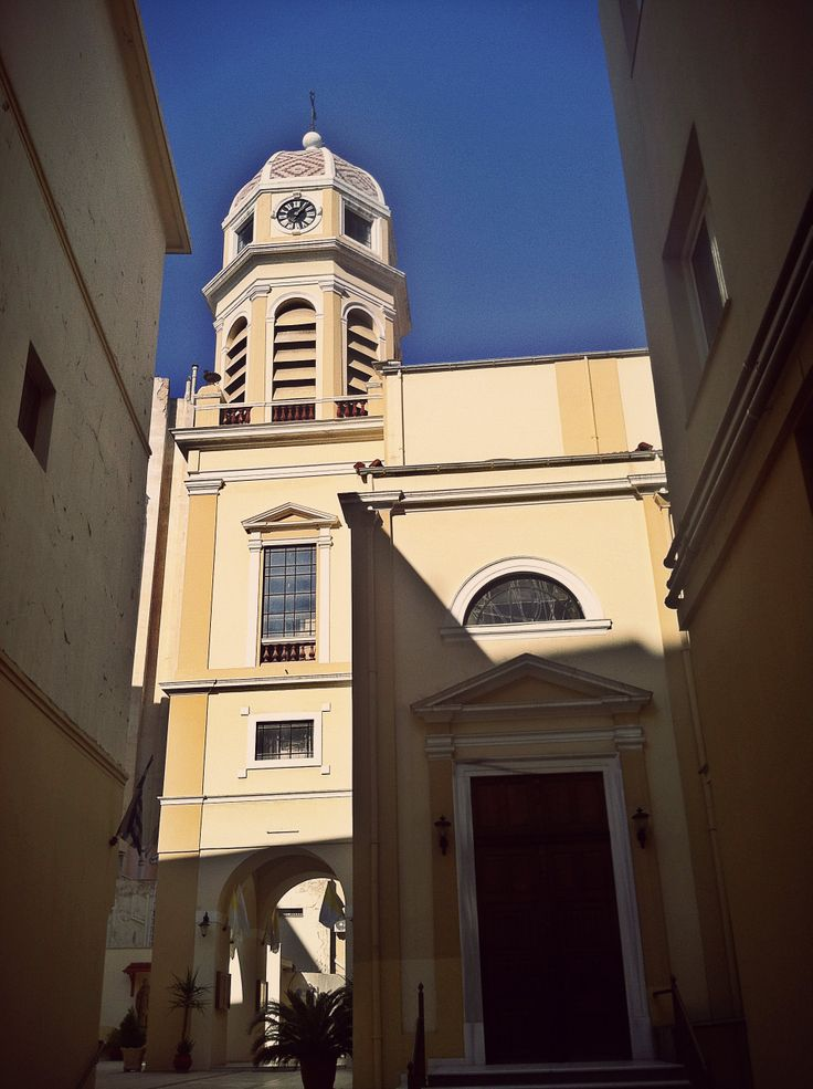 The big but none the less hidden catholic church of Thessaloniki.  (Walking Thessaloniki - Route 02, Old City Hall)