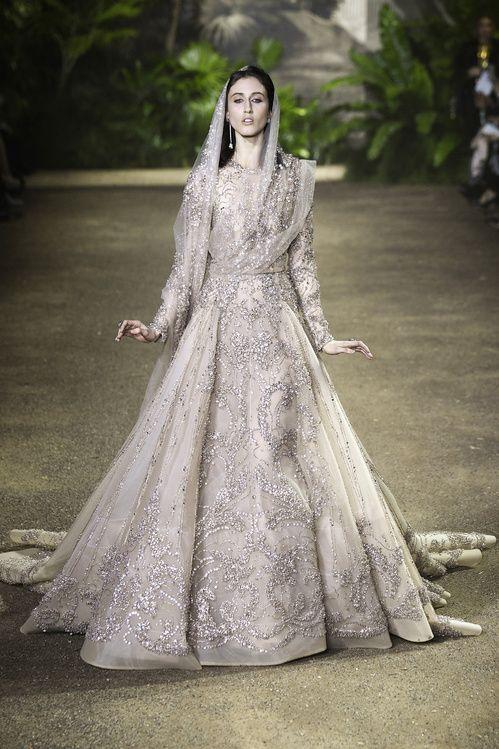 Les robes de mariée haute couture de la Fashion Week à Paris printemps-été 2016 http://www.vogue.fr/mariage/tendances/diaporama/les-robes-de-marie-haute-couture-de-la-fashion-week-paris-printemps-t-2016/25111#les-robes-de-marie-haute-couture-de-la-fashion-week-paris-printemps-t-2016-8
