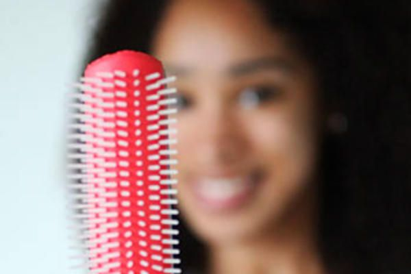 How to choose the right Denman brush for clearly defined curls, a shiny luster and no tangles.