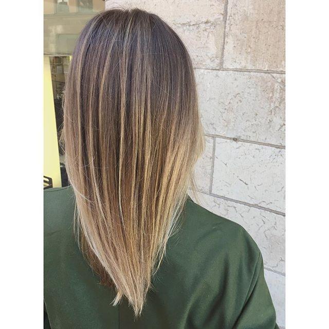 Naturliga slingor i brunt hår med balayage 💁🏻