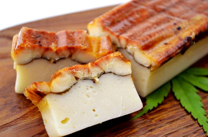 Izuno Suisan - Anago Kamaboko (conger eel fish paste) http://www.jnize.com/en/article/100000149/