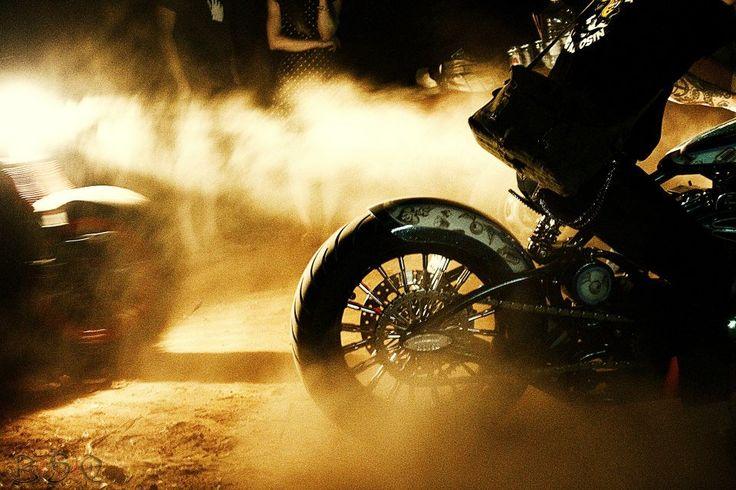 #harleydavidson #hardtail #nightshot #summer #rustndust #caferacerathens #homoratus #garage