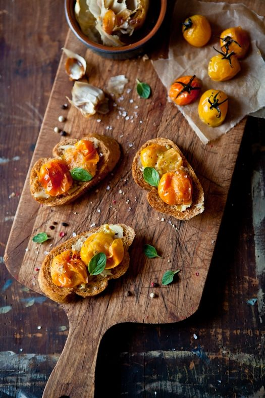 Tomatoes and Roasted Garlic Tartines  Looks like a pretty simple and absolutely delicious appetizer.