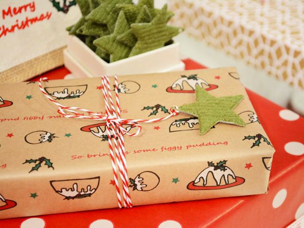 The Figgy Pudding Wrap - Kraft #Barama #Giftwrapping #Giftwrap #Wrap #Wrappingpaper #Kraftpaper #Kraft #Christmaswrap #Christmaswrapping #Christmas #Gifts #Giftideas #Giftpackaging #Packaging