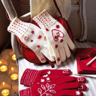 Gants en laine rouge et blanche, brodés motifs Noël - Marie Claire Idées