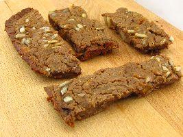 VZL-snack: Repen van kastanjemeel, met zonnebloempitten, gedroogde abrikozen en stukjes chocola