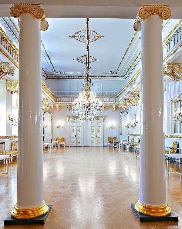 Presidentinlinna valmiina juhlaan - Antiikki & Design