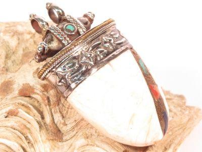 Pendente in argento, conchiglia fossile, turchese, corallo e lapislazzuli-Gioielli Etnici-Atlantide