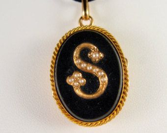 Edwardian 18K solid gold (not plated) locket Pearl solid gold photo pendant Mourning gold memento Stamped gold jewelry Fine gold jewellery #teamlove #snrtg