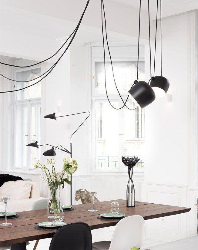 Závěsné osvětlení od designérů Ronana a Erwana Bouroullecových lze směrovat podle potřeby.