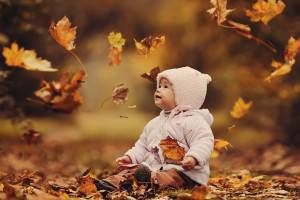 Falling leaves baby photos plus more baby pictures to take this fall