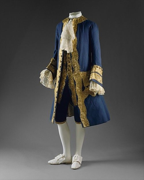 Suit, ca 1760 UK, the Met Museum    All three pieces of the British suit were typically made up of the same colors, unlike their more extravagant French counterparts.