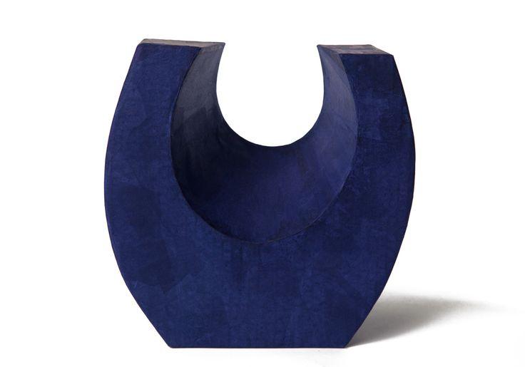 Magnifique urne funéraire biodégradable. Design disponible en exclusivité chez Muses Design. Livraison rapide. Commandez en ligne ou par téléphone 514-318-7122.