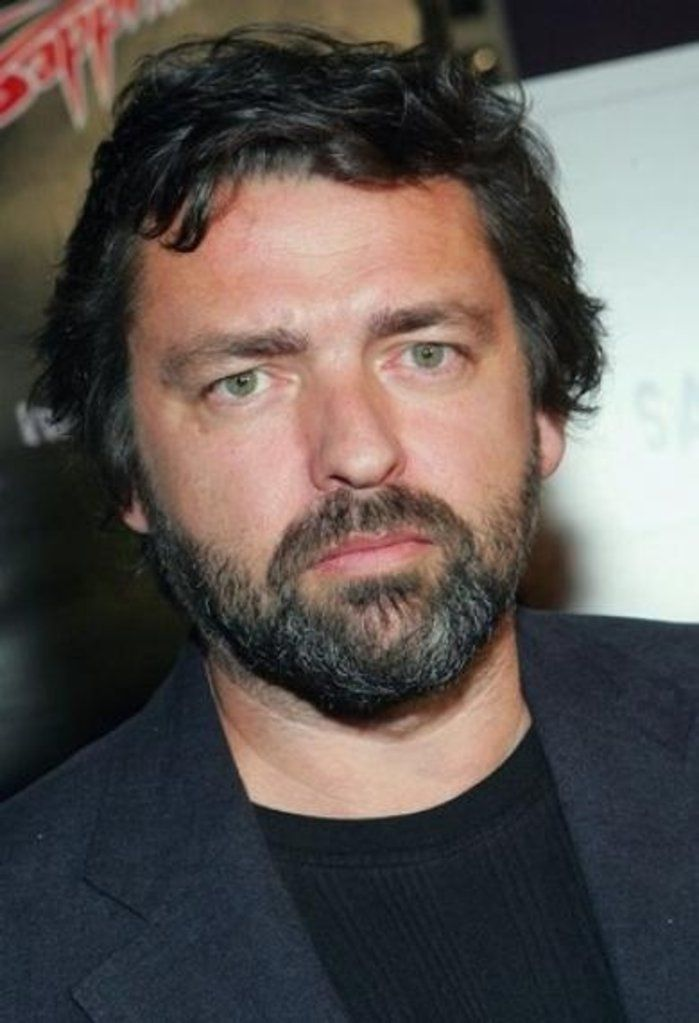 Scottish actor Angus Macfadyen as Dougal MacKenzie