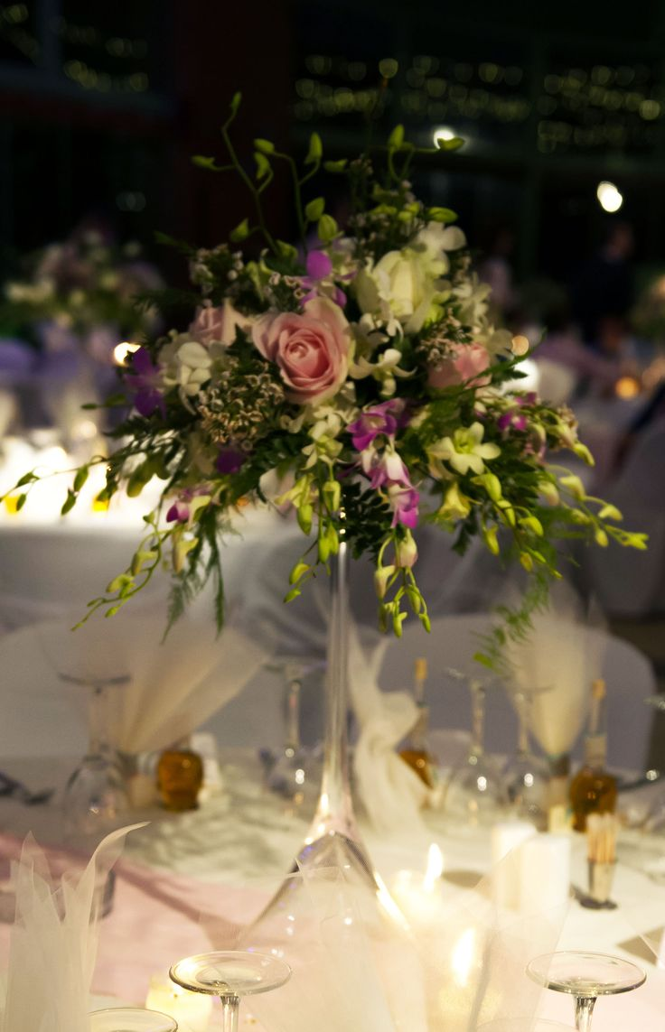 Tall vase floral wedding centre peices with pink and white roses / σύνθεση σε ψηλά βάζα με ροζ και λευκά τριαντάφυλλα