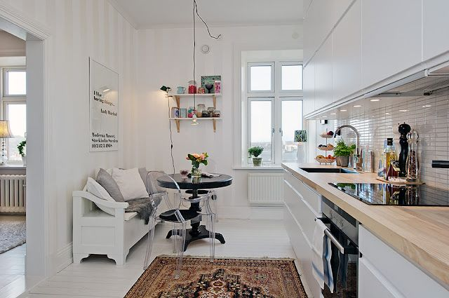 my scandinavian home: Gothenburg apartment with a touch of modern-romantic wallpaper
