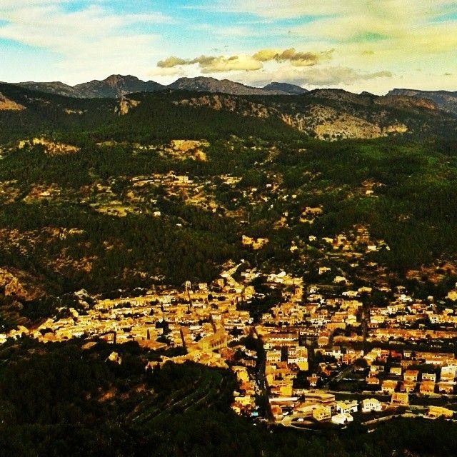 Esporles, el pueblo de la Serra de Tramuntana donde se ubica el Instituto Mediterráneo de Estudios Avanzados - IMEDEA (CSIC-UIB)-. Foto: Natalia Martín A. (IMEDEA CSIC-UIB)