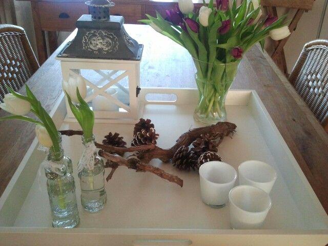 decoratie: houten dienblad / decoration: wooden tray
