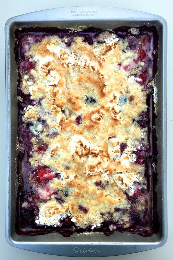 Mixed Berry Cobbler   ReluctantEntertainer.com #LaborDay
